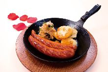 Coarsely ground meat sausage