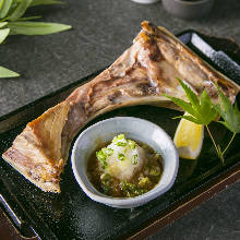 Grilled tuna collar meat