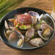 Shellfish steamed with sake
