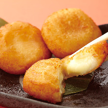 Crunchy fried rice cake and cheese