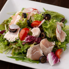 Salad with steamed chicken breast strips