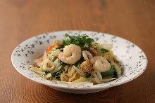 Yakisoba noodles with seafood