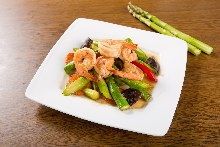 Stir-fried shrimp and asparagus