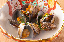 Shellfish steamed with sake