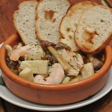 Seafoods and mushroom ajillo