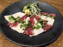 Horse mane meat sashimi