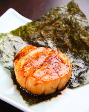 Grilled scallop with seaweed