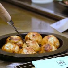 'Takoyaki (octopus balls)