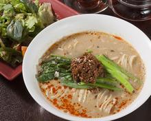 坦々麺(普通・辛口・大辛・激辛)