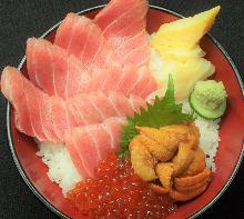 Seafood rice bowl with 7 slices of chutoro (medium fatty tuna), sea urchin, and salmon roe