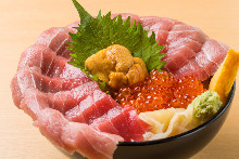 Seafood rice bowl with 11 slices of chutoro (medium fatty tuna), sea urchin, and salmon roe