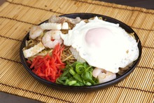 Mixed yakisoba noodles