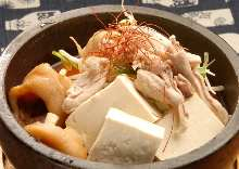 ホルモンと島豆腐のピリ辛石焼鍋