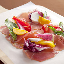 Salad with uncured ham and colorful vegetables