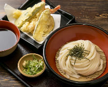 Dried wheat noodles served with shrimp tempura