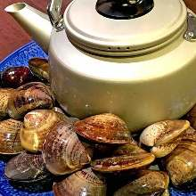 Common orient clams steamed with sake