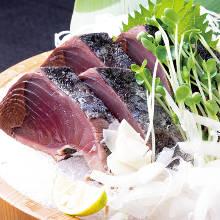 Straw-seared skipjack tuna