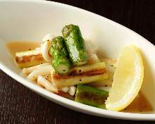 Grilled squid and asparagus with salt and butter