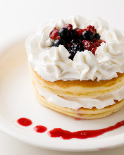 Fruit pancake with whipped cream