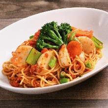 Tomato sauce pasta with vegetables