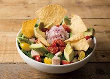 アボカドとチキンのサラダ ハラペーニョとパクチーのライムドレッシング