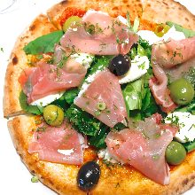 Pizza prosciutto and mascarpone