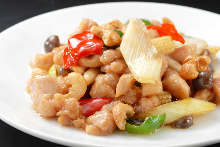 Stir-fried chicken and cashew nuts