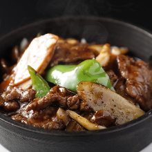 Stir-fried beef with black peppers