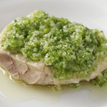 Steamed chicken with salted green onion sauce