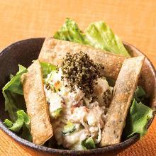 秋田県産 いぶりがっこのポテトサラダ とんぶりのせ