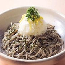 Buckwheat noodles with grated daikon radish