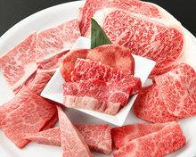 お肉の盛り合せ 8品