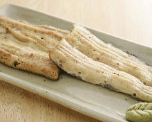 Grilled eel without seasoning
