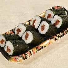 Kanpyo sushi rolls