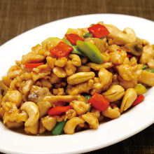 Chicken and cashew nuts stir-fry