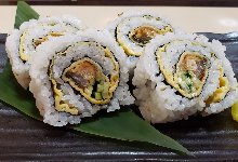 Eel and cucumber sushi rolls