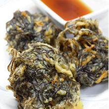 Mozuku seaweed tempura