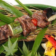 Grilled skewered beef sagari (hanging tender)