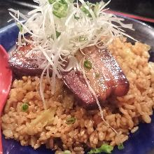 Fried rice with simmered cubed meat