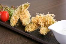 Deep-fried avocados wrapped in kadaif, served with wasabi leaf tartar sauce