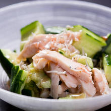 Crushed cucumber and seasoned steamed chicken