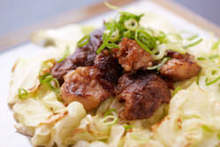 Grilled cabbage with beef tendon