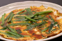 Stir-fried egg with garlic chives