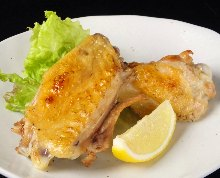 Salted and grilled chicken wings