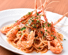 Pasta with freshwater prawns in tomato sauce