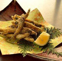 Fried Mehikari (round greeneyes)