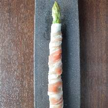 Fried pork wrapped asparagus skewer