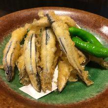 Silver-stripe round herring tempura