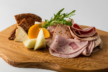Other hams / sausages / smoked meats