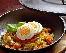 ジャスミン米で作るカレー風味の洋風焼き飯「ケジャリー」
